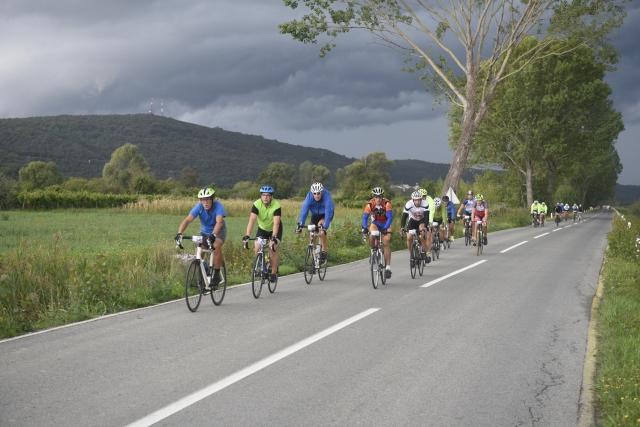 Kljub dežju se je več kot 500 kolesarjev podalo na start 5. Istrskega kolesarskega maratona, Boršt pa je dobil že drugega kralja in kraljico!