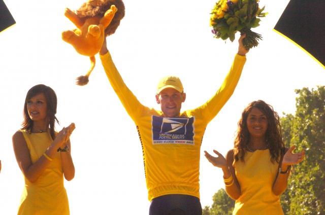 Armstrong se je pogodil: Plačati mora 5 milijonov