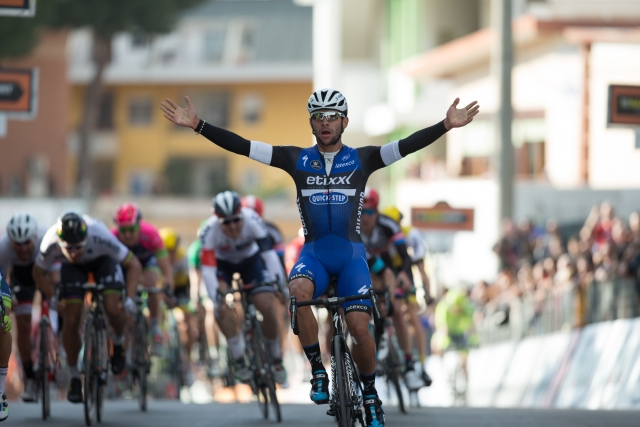 Primož Roglič varno v glavnini, Gaviria dobil sprint