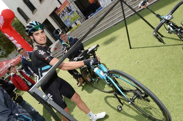 Skyevi kolesarji prevladujejo v Baskiji, Simon Špilak ostaja blizu