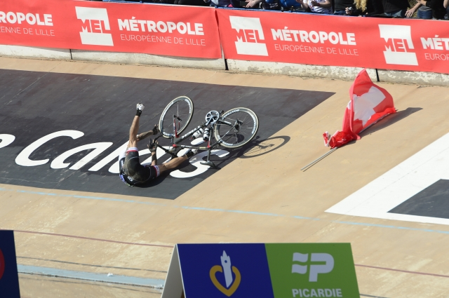 Fabian Cancellara padel tudi pred navijači: Padec več ali manj ne spremeni moje kariere