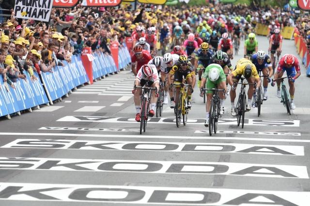 Počasna etapa z izjemno napetim zaključkom in Cavendishevo zmago