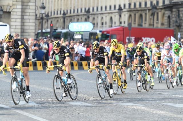 Na največjih dirkah ekipe s kolesarjem manj