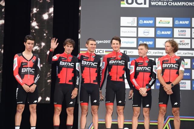 Tri ekipe zmanjšale število kolesarjev