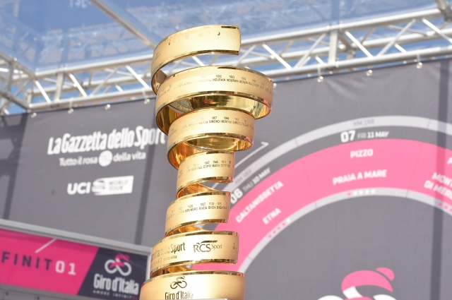Giro: Zmešnjava pri transferju na celino