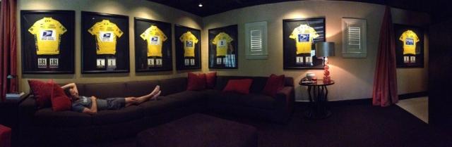 Iz Austina: Armstrong ob sedmih rumenih majicah