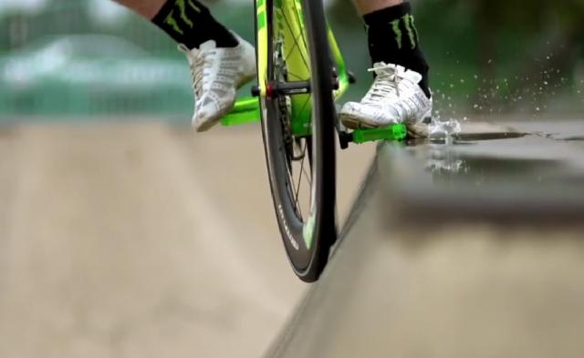 Road Bike Party 3: Nadaljevanje akrobacij s cestnim kolesom (video)
