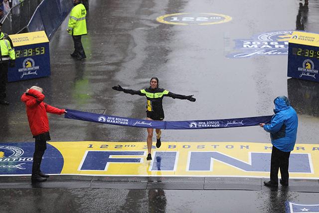 Na Bostonskem maratonu je slavila Desiree Linden