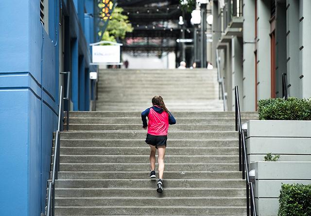 Zakaj bi morali teči po stopnicah