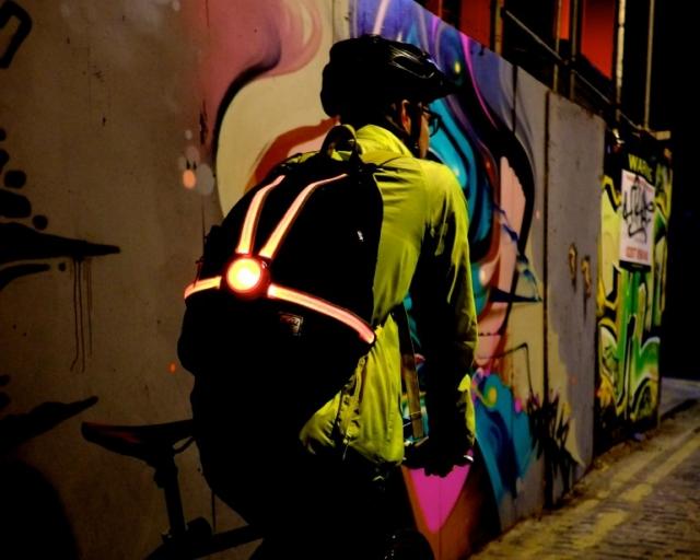 Commuter X4 - luč, ki varuje kolesarje in opozarja voznike