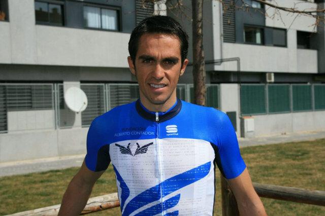 Contador v novem dresu že podira rekorde (video)