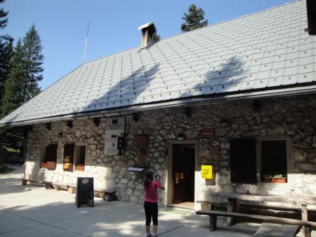 Planinski dom pri Krnskih jezerih