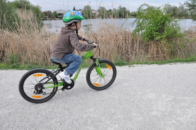 Kako otroka naučiti voziti kolo (video)