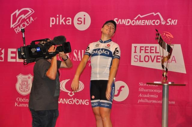Giro Rosa: Van Vleutnova 15-krat prevozila ovinek in dobila prolog, Batageljeva 45 (fotogalerija)