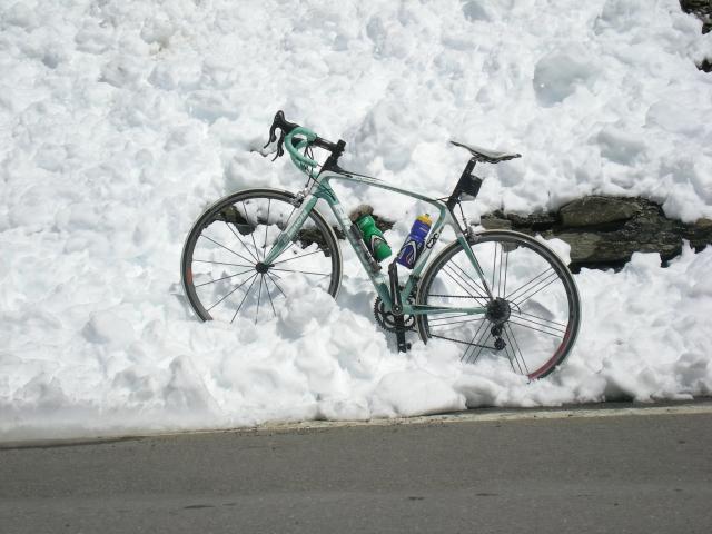 Stelvio kljub sneženju ni ogrožen