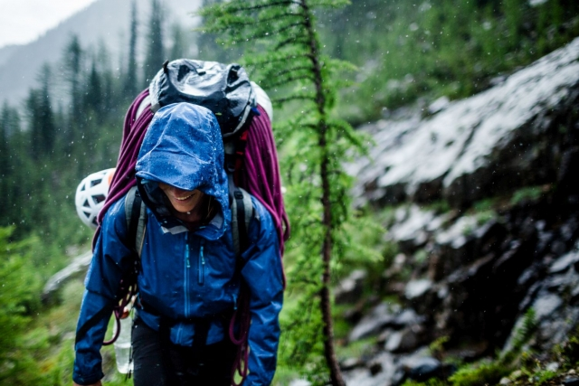 Jesensko pohodništvo: V hribe, ko dežuje? Zakaj pa ne!