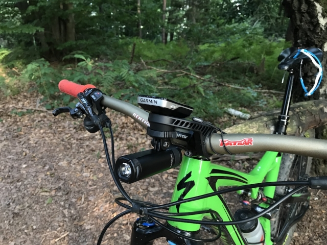 Pametna kolesarska luč Garmin Varia UT800