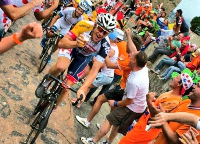 Kratke s Toura: Quintana tri minute počasnejši od Pantanija, Oricin nov spot, s pivom v roki, Saganov šov ...