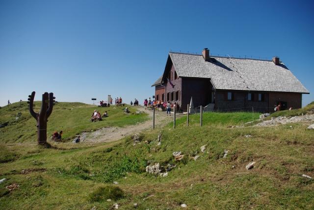 Na Gorskem teku na Ratitovcu zmagala Neja Kršinar in Miran Cvet