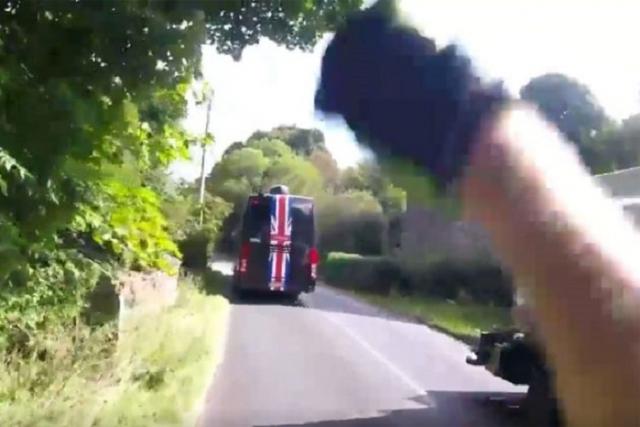 Skyev voznik se je pri prehitevanju preveč približal kolesarju