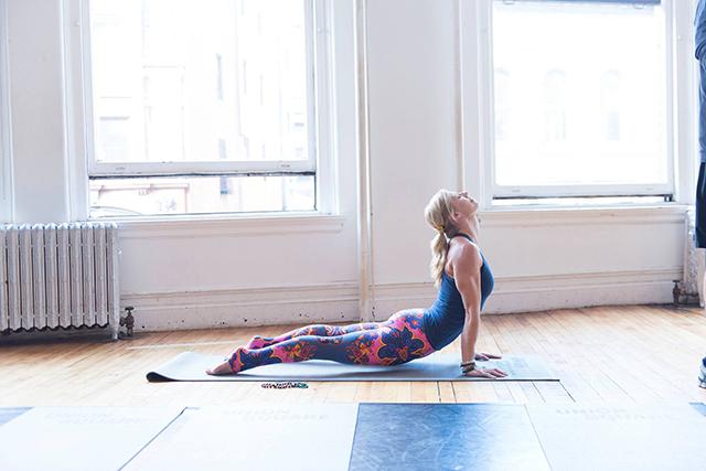 5 joga vaje, ki vas bodo zjutraj prebudile hitreje kot kava