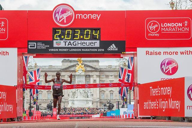 Na Londonskem maratonu sta slavila Kipchoge in Sumgongova