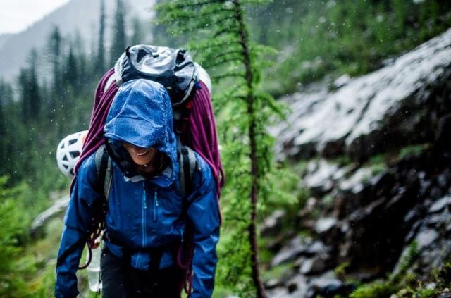 Kako ravnati, če vas v gorah ujame nevihta ali pa se izgubite?