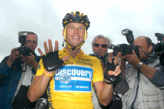 Uradno: UCI Armstrongu odvzel rezultate!