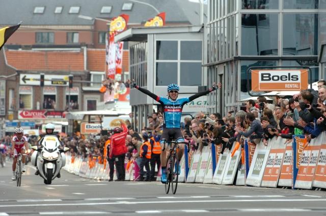 Spektakel: Daniel Martin ugnal velika imena svetovnega kolesarstva (foto in video)