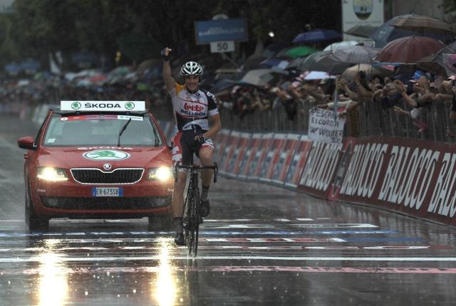 Pravi spektakel na italijanskih cestah: Hansen zmagal, mnogi na tleh!
