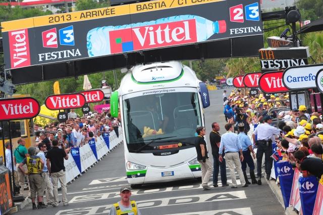 Orica: Ta avtobus imamo od vsega začetka! Tabla postavljena prenizko! (foto in video)