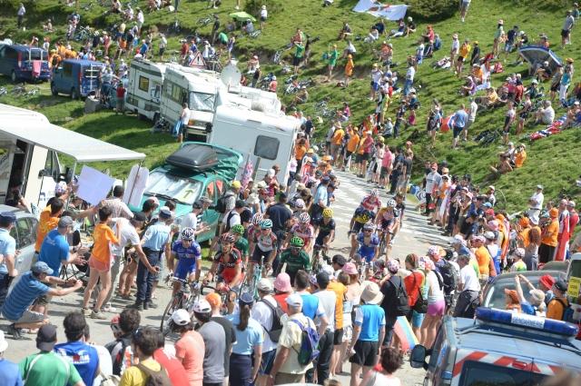 Kratke s Toura: Spati ne more, dirka lahko, Pinot se boji spustov, Cancellara Toura ne pogreša.