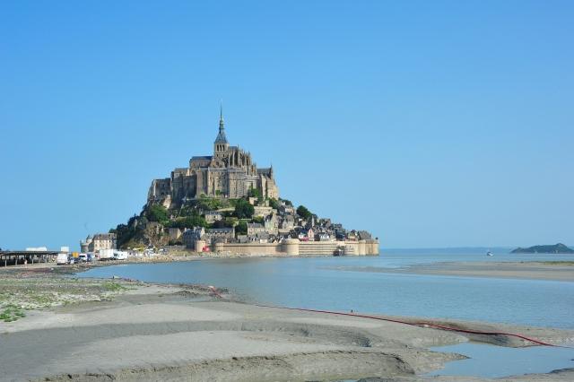 Samostan na otoku bo gostil začetek Toura