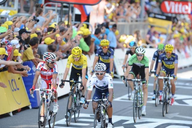 Kratke s Toura: Sidijevi šampioni, zapestnice za reševanje življenj, stave, dež v Alpah ...