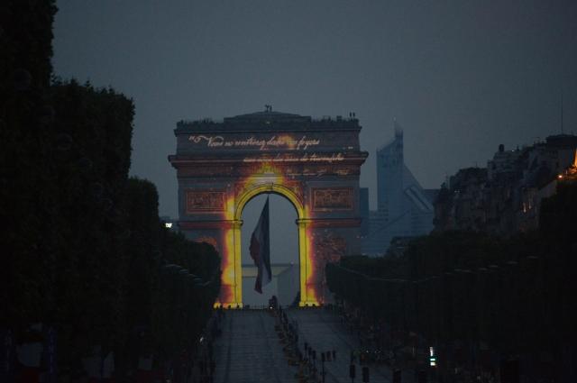 V Franciji spet nočni spektakel