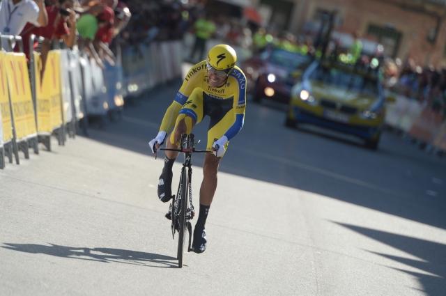 Alberto Contador z izjemno predstavo v rdečem, Nairo Quintana grdo padel (video)