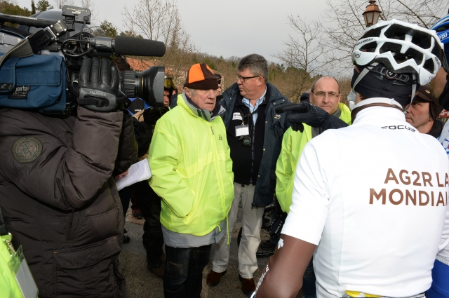 Kolesarji protestirali zaradi mraza, organizatorji niso popustili