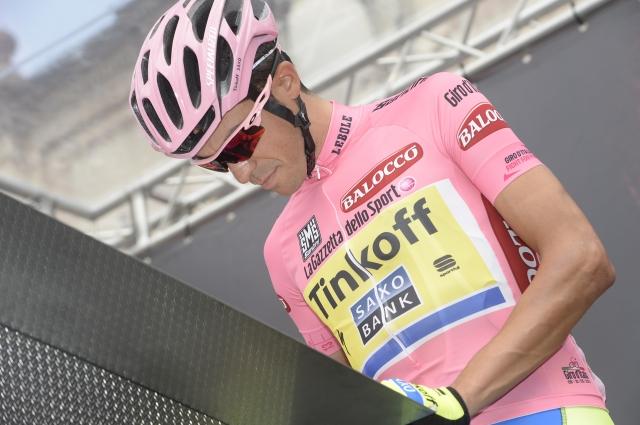 Alberta Contadorja skrbi udarec v nogo: