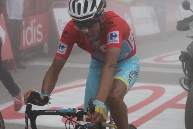 De Marchiju etapa, Fabio Aru v rdečem še napadal