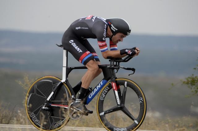 Dumoulinu kronometer in vodstvo, Vuelta ostaja napeta