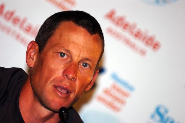 Čustveni Armstrong o izgubljenih milijonih in družini