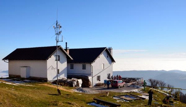 Planinski dom na Kumu