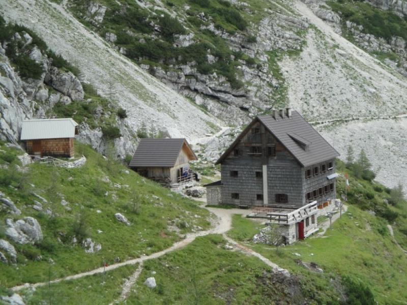Vodnikov dom na Velem polju