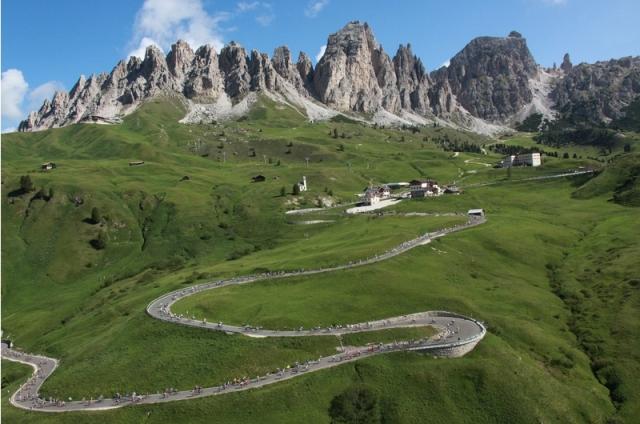 Povzpnite se na sloviti Passo Pordoi (VIDEO)