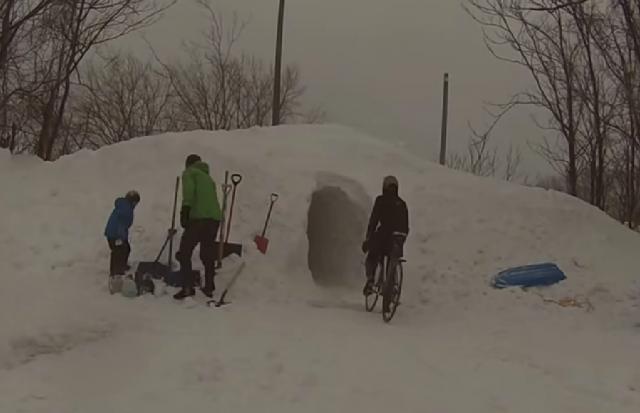 Snežno oviro premagali s predorom