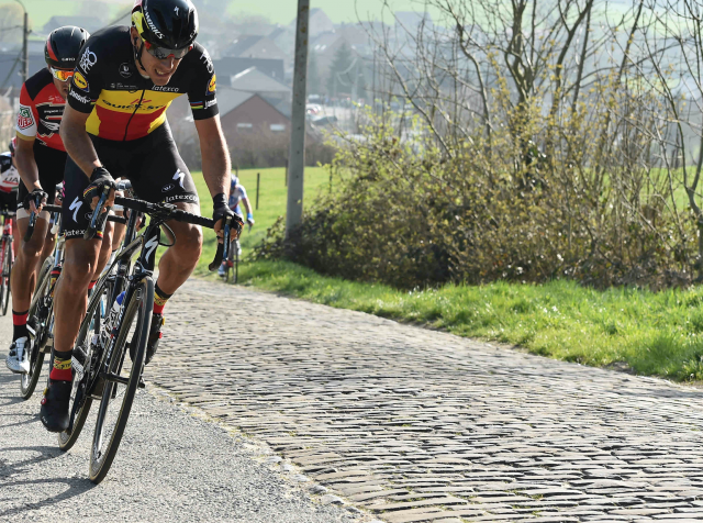 Kaznovali kolesarje ... za vožnjo po pločnikih in kolesarskih poteh