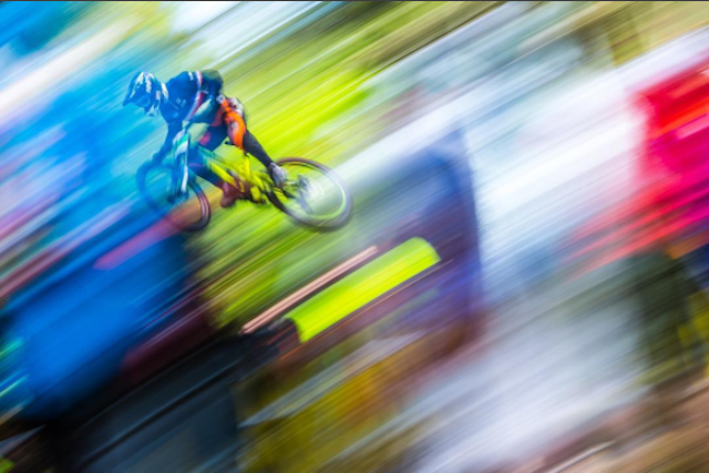 UCI WC DH Lourdes: Neurje odpihnilo spektakel