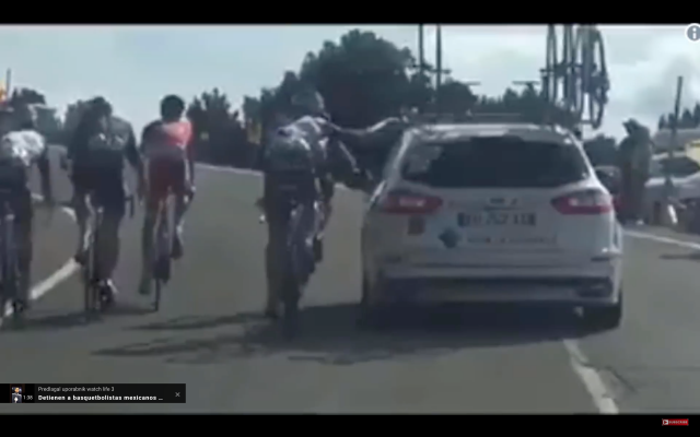 Vuelta: Držanje za avto ... ekipa ju je izključila
