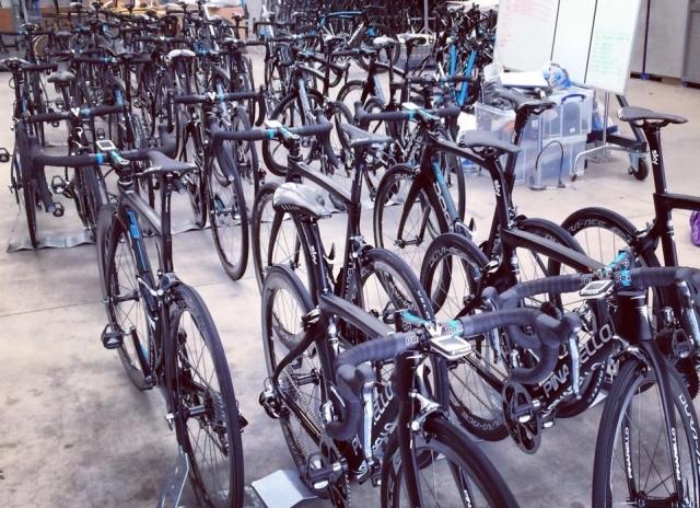 Sky: 52 koles za devet kolesarjev