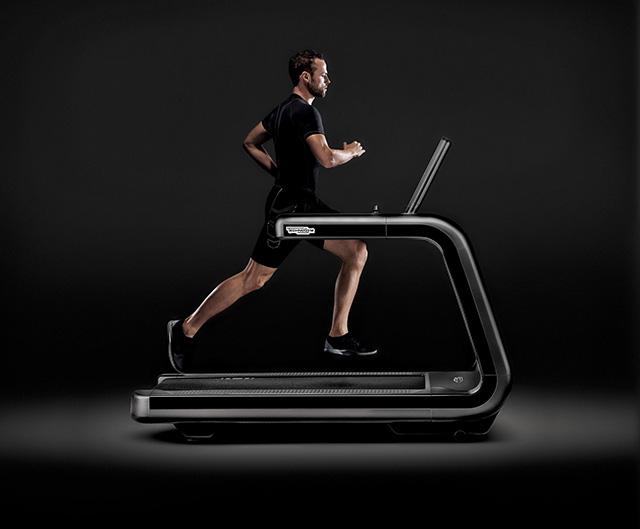 3 različni treningi, ki jih lahko opravite na tekaški stezi